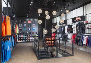 Кое-что об оборудовании и оформлении магазина одежды