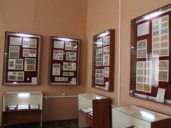 Экспозиционные витрины: способы оформления и используемые материалы